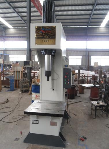 100t单柱液压机为上工作台